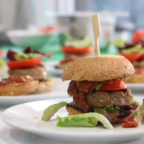 Summer-Burger-mit-Johb-BBQ-Sauce