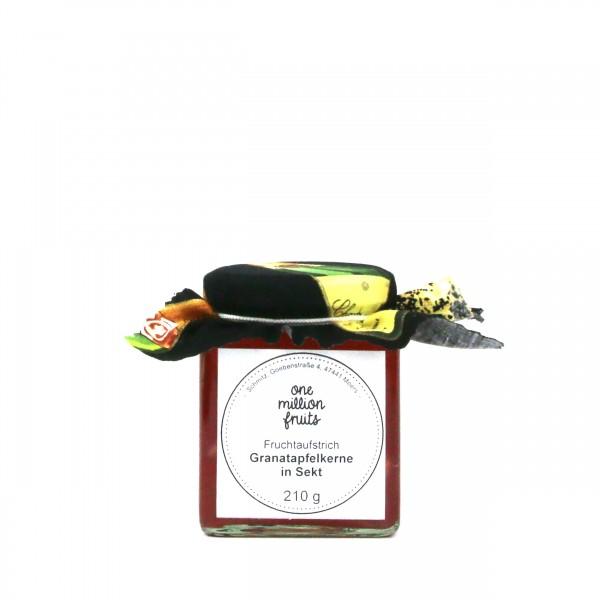 Granatapfelkerne in Sekt Fruchtaufstrich