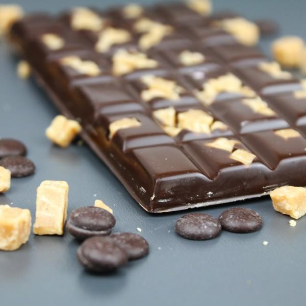 Zartbitterschokolade mit gesalzenen Sahne Karamelbrocken